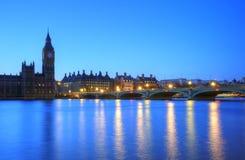 Skyline da noite de Londres do parlamento Ben grande Fotografia de Stock