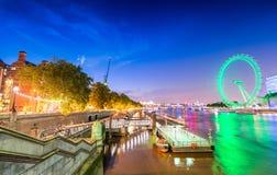 Skyline da noite de Londres - Reino Unido Imagens de Stock