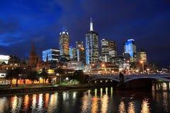 Skyline da noite de Melbourne  Fotos de Stock
