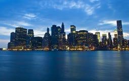 Skyline da noite de New York Fotos de Stock