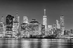 Skyline da noite de New York City em preto e branco, EUA Foto de Stock Royalty Free