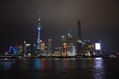 Skyline da noite de Shanghai Pudong fotografia de stock