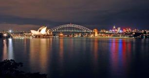 Skyline da noite de Sydney Imagens de Stock Royalty Free