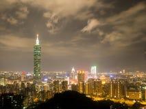 Skyline da noite de Taipei Fotografia de Stock