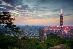 Skyline da noite de Taipei, Formosa Foto de Stock