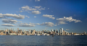 A skyline da parte alta da cidade de New York City Fotografia de Stock Royalty Free