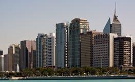 Skyline de Abu Dhabi Imagens de Stock