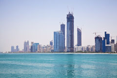 Skyline de Abu Dhabi, UAE Fotos de Stock Royalty Free