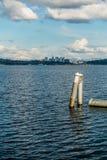 Skyline de Bellevue e cascatas 2 Imagens de Stock Royalty Free