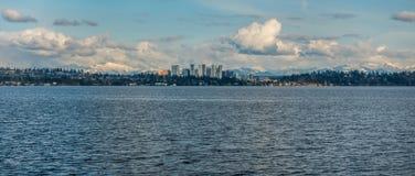 Skyline de Bellevue e panorama 4 das cascatas Fotografia de Stock