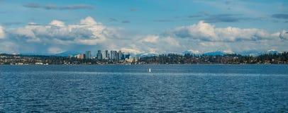Skyline de Bellevue e panorama 3 das cascatas Fotografia de Stock