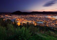 Skyline de Bergen de cima durante do por do sol Fotografia de Stock Royalty Free