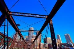 Skyline de Boston da ponte do norte da avenida imagem de stock royalty free