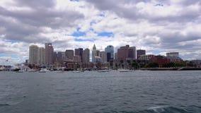Skyline de Boston que estabelece o tiro como visto do porto interno de Boston video estoque