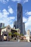 Skyline de Brisbane - torre de Soleil Foto de Stock