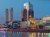 Skyline de Buenos Aires na noite fotografia de stock royalty free