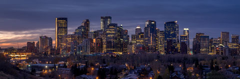Skyline de Calgary no nascer do sol Fotografia de Stock Royalty Free