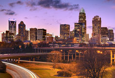 Skyline de Charlotte da parte alta da cidade foto de stock royalty free
