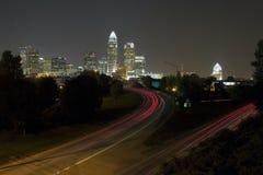 Skyline de Charlotte na noite Fotografia de Stock Royalty Free