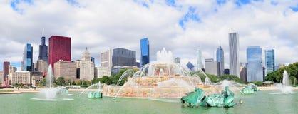 Skyline de Chicago com fonte de Buckingham Fotografia de Stock