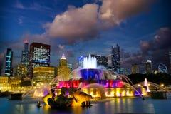 Skyline de Chicago e fonte de Buckingham Fotos de Stock