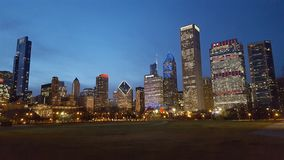 Skyline de Chicago no crepúsculo fotos de stock