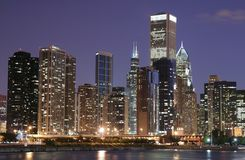 Skyline de Chicago no crepúsculo Imagens de Stock