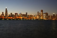 Skyline de Chicago no crepúsculo Fotografia de Stock