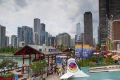 Skyline de Chicago pelo cais da marinha Imagem de Stock