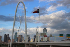 Skyline de Dallas em um dia nebuloso fotografia de stock royalty free