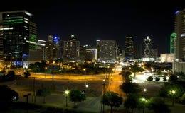 Skyline de Dallas na noite Fotografia de Stock