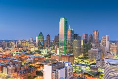 Skyline de Dallas, Texas, EUA sobre a plaza de Dealey imagem de stock royalty free