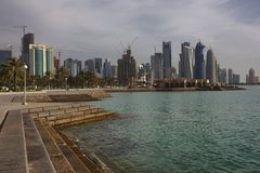 Skyline de Doha, capital de Catar foto de stock royalty free