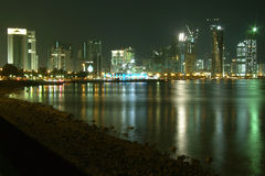 Skyline de Doha Corniche Fotos de Stock Royalty Free