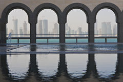 Skyline de Doha, Qatar dezembro 2008 Fotos de Stock Royalty Free