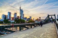 Skyline de Francoforte - am - cano principal Imagens de Stock Royalty Free