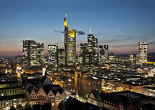 Skyline de Francoforte na noite Foto de Stock