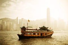 Skyline de Hong Kong com barcos fotografia de stock