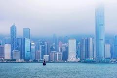 Skyline de Hong Kong na névoa Fotos de Stock Royalty Free