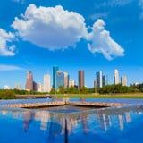 Skyline de Houston e reflexão Texas E.U. do memorial fotografia de stock royalty free