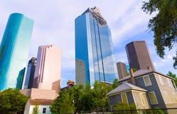 Skyline de Houston em Sam Houston Park em Texas E.U. Fotos de Stock