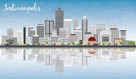 Skyline de Indianapolis com Gray Buildings, céu azul e o Reflectio Imagem de Stock