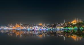 Skyline de Istambul da ponte de Galata na noite Fotos de Stock Royalty Free