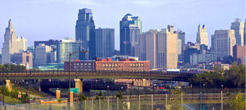 Skyline de Kansas City no alvorecer Foto de Stock