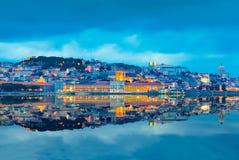 Skyline de Lisboa e sua reflexão, Portugal fotografia de stock royalty free