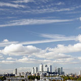Skyline de Londres, cais amarelo Imagens de Stock Royalty Free