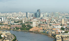 Skyline de Londres do cais amarelo Foto de Stock Royalty Free