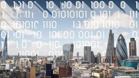 Skyline de Londres e código de dados fotografia de stock royalty free