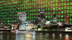 Skyline de Londres e código de dados imagens de stock
