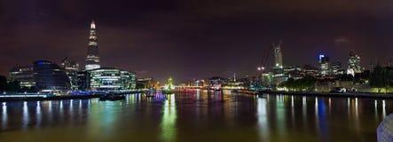 Skyline de Londres na noite Fotografia de Stock Royalty Free